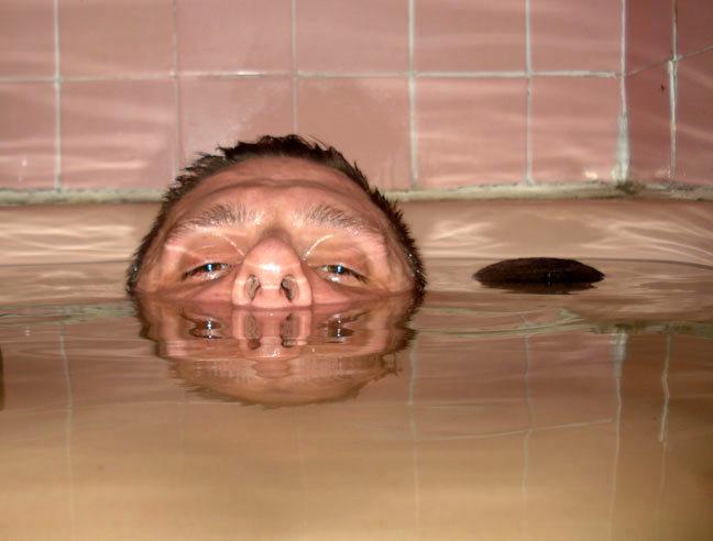 040109_bathtubhippo